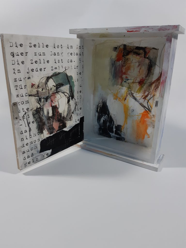 Counting the days 02, mixed media on wooden box, 20 x 25 x 6,2 cm, 2021