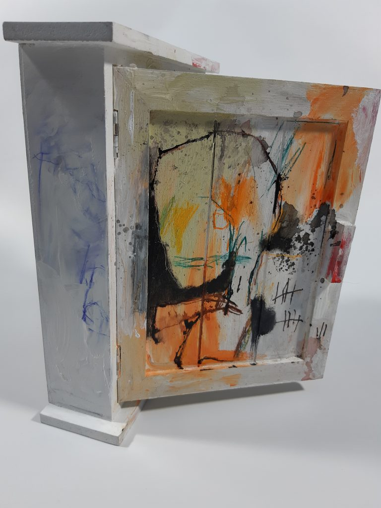Counting the days 05, mixed media on wooden box, 20 x 25 x 6,2 cm, 2021